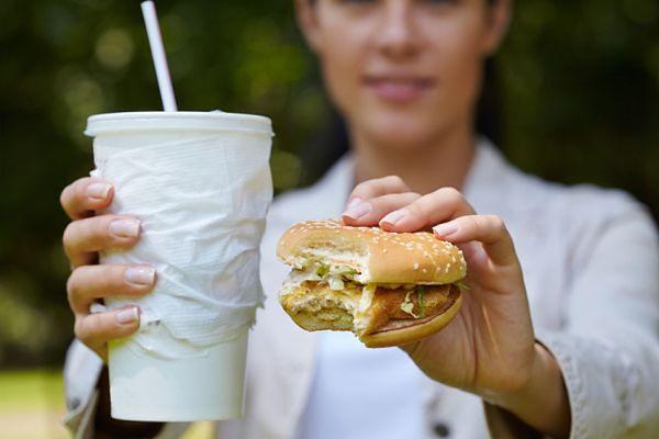 Dlaczego wybieramy niezdrowe jedzenie?
