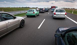 Kierowcy stoją w obu kierunkach