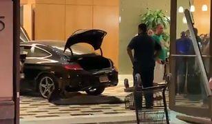 Stan Nowy Jork. Mercedes wjechał w apartamentowiec Trump Plaza