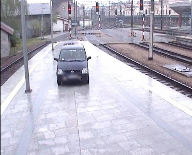 29-latek zaparkował na peronie dworca w Krakowie