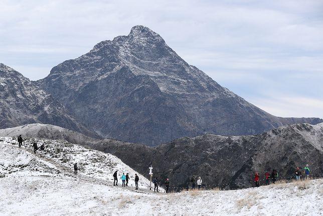 Pogoda w górach. Wysoko w Tatrach i Karkonoszach spadł śnieg
