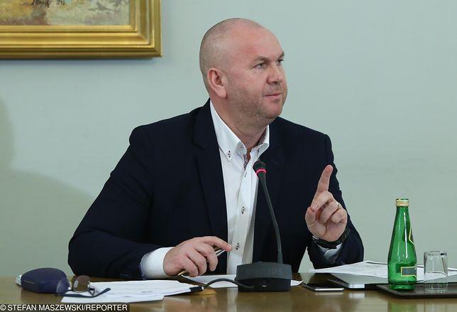 Według Pawła Wojtunika, służby w Polsce są obecnie zbyt upolitycznione