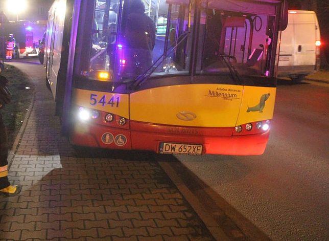 W wyniku zderzenia rowerzystki z autobusem MPK nikt nie ucierpiał. Kobieta przechodzi szczegółowe badania w szpitalu.