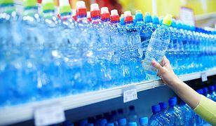 Plastikowe butelki z wodą