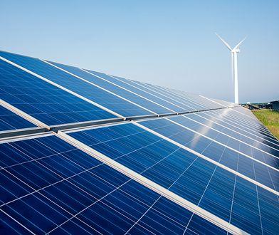 Efektywność instalacji, czyli to ile prądu z niej otrzymamy zależy od pogody, odległości paneli od budynku czy jakości inwertera