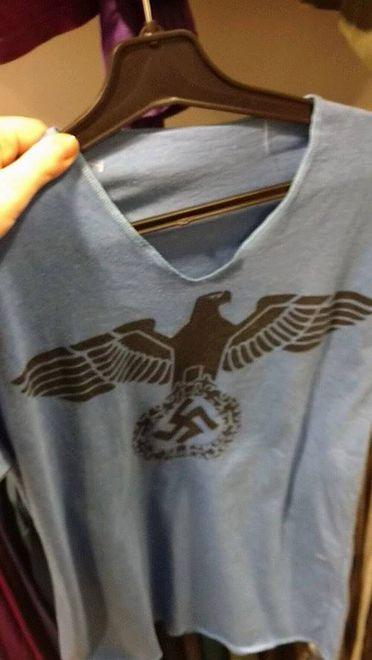 Koszulka ze swastyką trafiła do sklepu charytatywnego. Sklep tłumaczy się