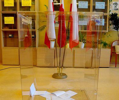 Nowelizacja kodeksu wyborczego wprowadzająca przezroczystą urnę została wprowadzona za prezydentury Bronisława Komorowskiego