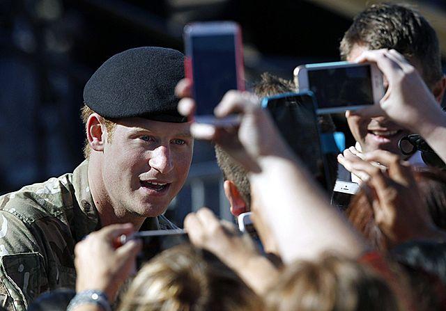 Tłumy Australijczyków żegnały księcia Harry'ego - zdjęcia