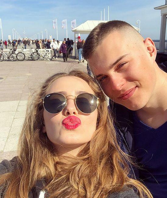 """Adam Zdrójkowski i Wiktoria Gąsiewska pochwalili się wyjazdem nad morze. """"Piękni i młodzi"""""""