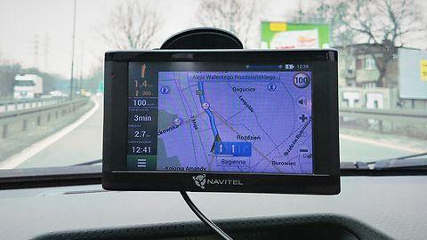 Test nawigacji Navitel E500 Magnetic. Czy w dobie smartfonów warto ją kupić?