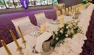Romantyczna aranżacja weselnego stołu