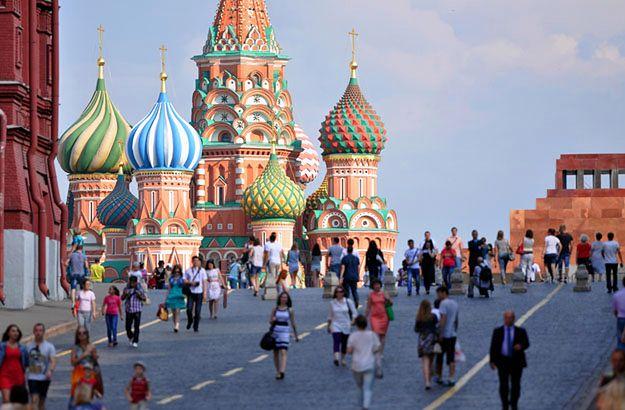 Turyści na całym świecie często narzekają na trudności z uzyskaniem wizy, jako przeszkodą w odwiedzeniu Rosji.