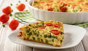 Quiche z zielonym groszkiem, pomidorkami i fetą