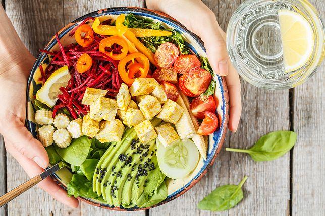Dieta wegańska bez odpowiedniej suplementacji może negatywnie wpłynąć na skórę