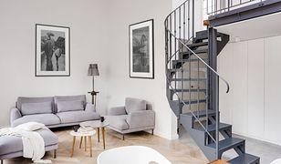 Udomowiony loft z historią w tle. Dwupoziomowe mieszkanie w historycznej części Warszawy