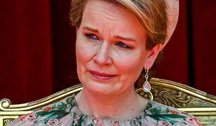 Królowa Matylda patrzyła na córkę. Nie mogła powstrzymać łez