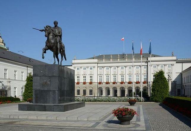 Wtargnął na teren Pałacu Prezydenckiego i oblał farbą pomnik Poniatowskiego
