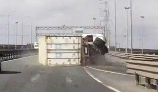 #dziejesiewmoto: błąd kierowcy ciężarówki powoduje zablokowanie drogi