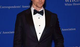 Armani zwolnił Toma Hiddlestona