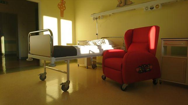 Fotele od WOŚP mają pozwolić rodzicom nocować przy swoich pociechach.
