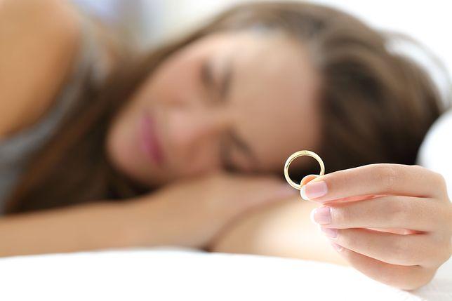 Nigdy nie kładźcie się spać w gniewie, apeluje kobieta, której mąż zmarł we śnie
