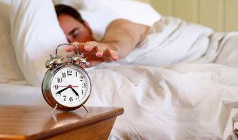 Polacy śpią za krótko przez stres w pracy