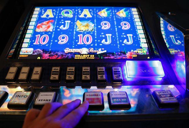 Dzięki hazardowi mieli ogromne pieniądze. W więzieniu grają o papierosy i konserwy