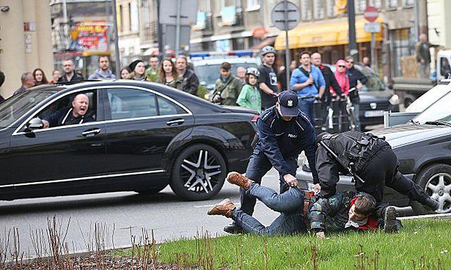Akcja policji na pl. Zbawiciela w Warszawie - zdjęcia