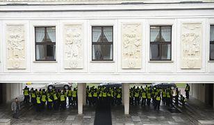 Policjanci 20 grudnia przed Sejmem