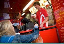 Ile płacą w McDonald's, ile w KFC? W jakim fast foodzie najlepiej pracować?