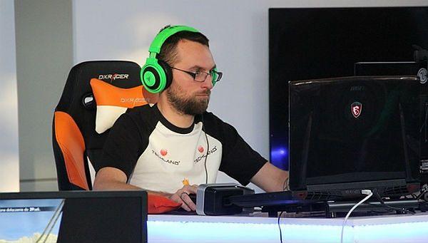 Grał na komputerze ponad 135 godzin - to nowy rekord Guinnessa!