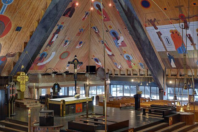 Kościół pw. Ducha Świętego w Tychach to jedne miejsce w regionie, gdzie możemy zobaczyć polichromię wykonaną przez Nowosielskiego.