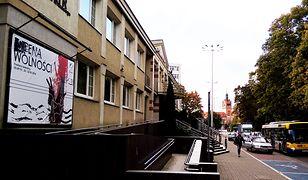 Budynek filharmonii i teatru w Słupsku od 23 września jest zamknięty z powodu odoru