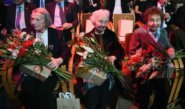"""Akcja """"BohaterON"""". 100 tys. kartek dla powstańców warszawskich"""