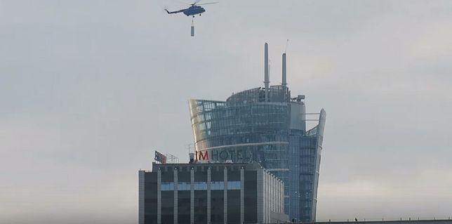 Jak wygląda montaż iglicy na Warsaw Spire? Zobaczcie (WIDEO)