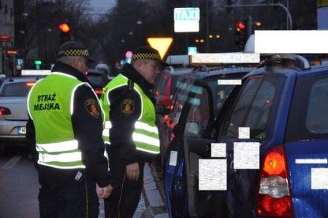 """""""Dopalacze kilometrów"""", jazda pod wpływem lub bez prawa jazdy. Miasto kontroluje przewoźników"""