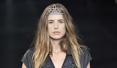 Agyness Deyn na wybiegu Saint Laurent