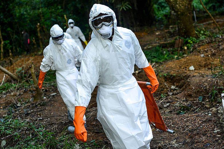 Pacjent zakażony wirusem ebola uciekł z kliniki.