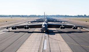 B-52. Samolot stworzony do przenoszenia bomb jądrowych. Armia USA wciąż na niego stawia