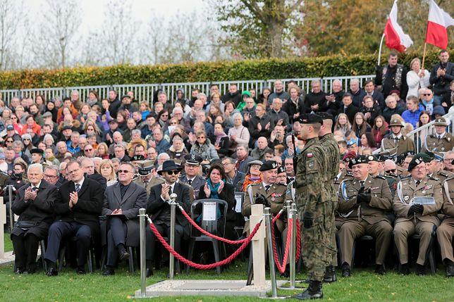 Ostatni żyjący żołnierze 1. Dywizji Pancernej gen. Stanisława Maczka i zaproszeni goście czczą 75. rocznicę wyzwolenia Bredy w Holandii.