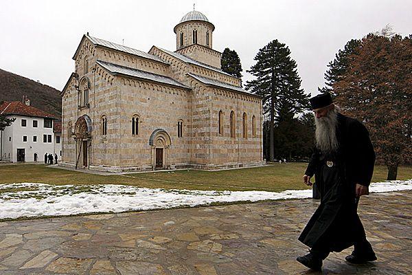 Prezydent Serbii pojechał na pasterkę do klasztoru w Kosowie