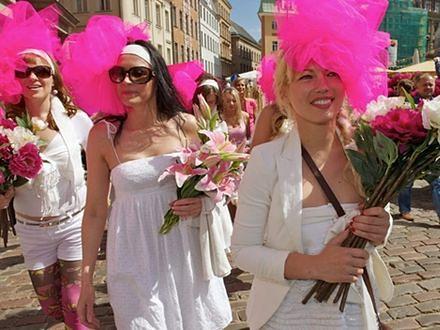 Blondynki paradowały w Rydze