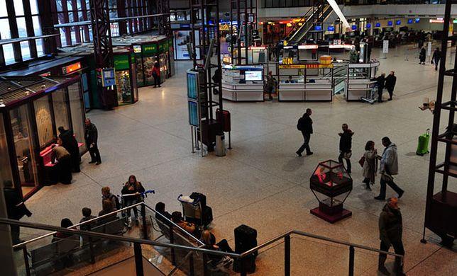 Personel naziemny na lotnisku obciążony pracą
