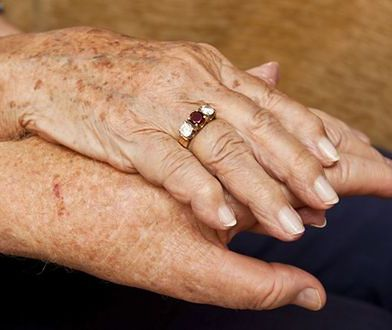 Małżonkowie z 71-letnim stażem zmarli zaledwie kilka godzin po sobie