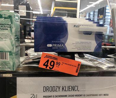 """Testy na przeciwciała COVID-19 w Biedronce. Byliśmy w sklepach. """"Tu się dziś prawie pobili"""""""