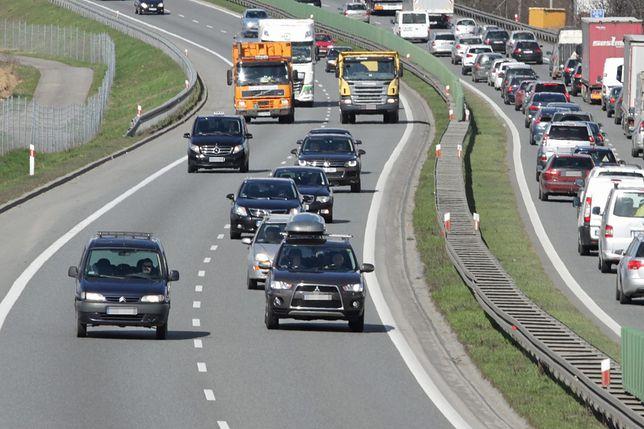 Autostrada A1 zablokowana. Ciężarówka uderzyła w bariery