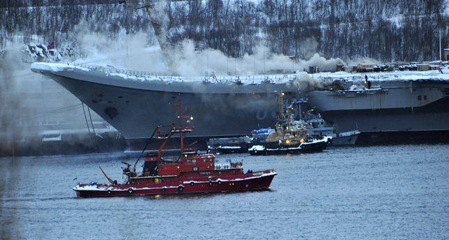 """Rosja. Pożar na pokładzie lotniskowca """"Admirał Kuzniecow"""" w Murmańsku"""