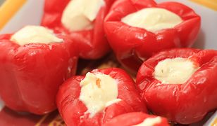 Fresh and healty appetizers: stuffed sweet peppers