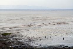 Iran. Jedno z największych słonych jezior świata po prostu znika