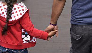 Ojciec czuje się wykluczony z wychowywania córki. Matka chce podejmować wszystkie decyzje